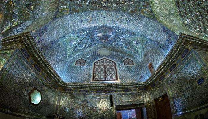 Indahnya Masjid yang Berselimutkan Permata Hijau