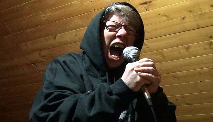 Gokil, Nenek 68 Tahun Jadi Vokalis Band Cadas