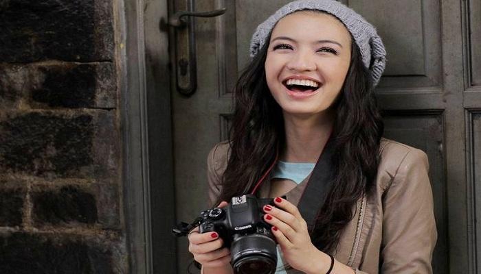 Raline Shah Selfie Duck Face Bareng Luna Maya, Cantik Mana?