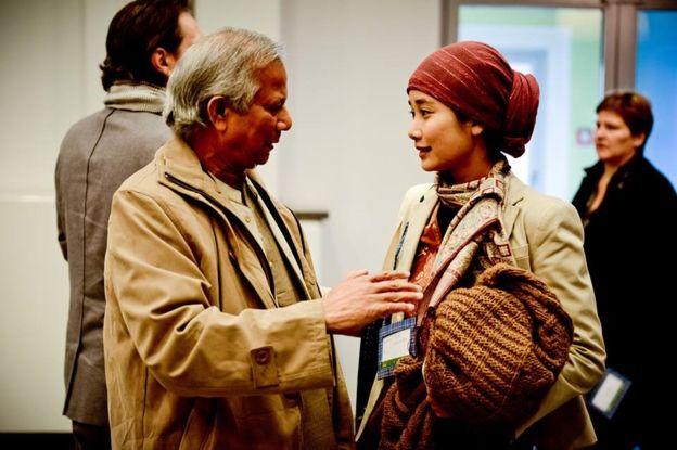 Pertemuan Marina dengan peraih Nobel Perdamaian 2006, Muhammad Yunus (BBC)