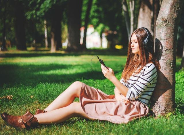 Mendengarkan Musik Saat Senggang (shaidysworld.com)