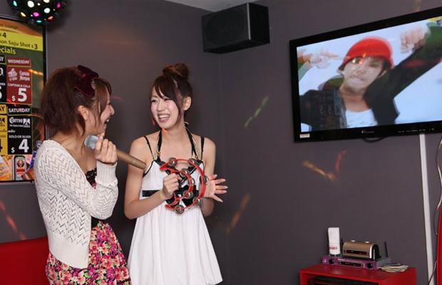 Ilustrasi orang Jepang karaoke (Gaya)
