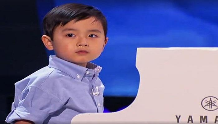 Aksi Mengagumkan Evan Le, Pianis Muda Ajaib