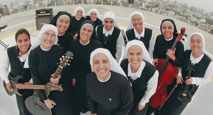 Unik, Band Ini Semua Personelnya Biarawati