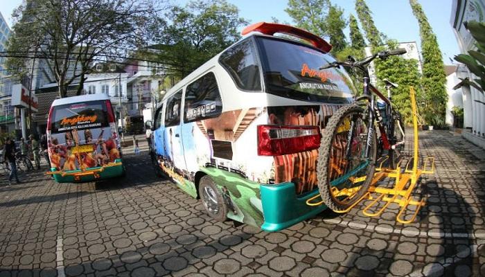 Keren, Angkot di Bandung Punya TV dan Wi-Fi