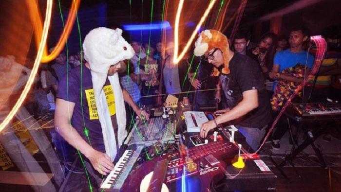 Mengenal Bottlesmoker, Duo Musik Asal Bandung yang Mendunia
