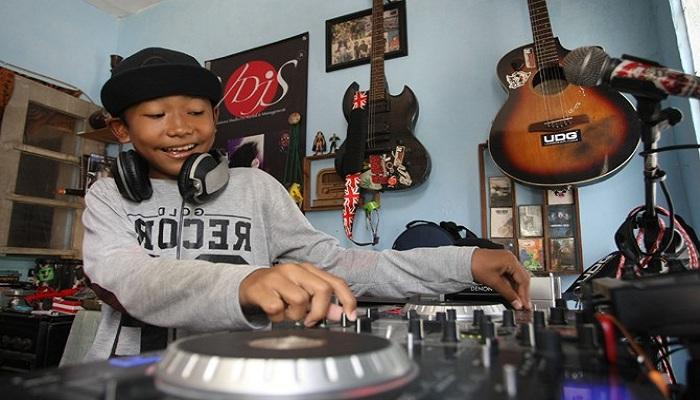 Masih SD, Bocah Asal Sidoarjo Ini Sudah Jadi DJ
