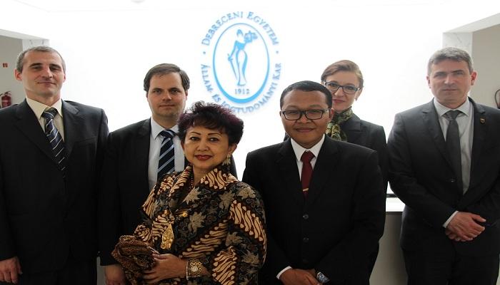 Bangga, Mahasiswa Indonesia Raih Gelar Doktor dengan Predikat Pujian Tertinggi di Hongaria