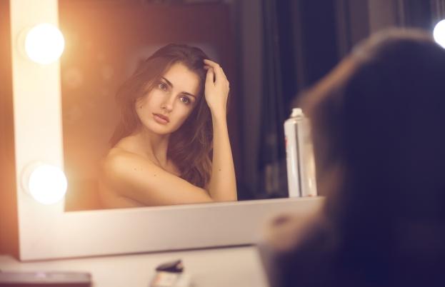 5 Tanda Orang yang Percaya Diri vs Orang yang Narsis
