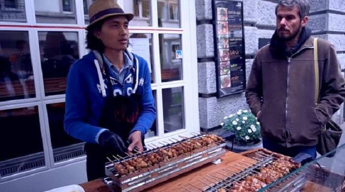 Kisah Cowok Indonesia yang Sukses Jualan Sate Ayam di Swiss