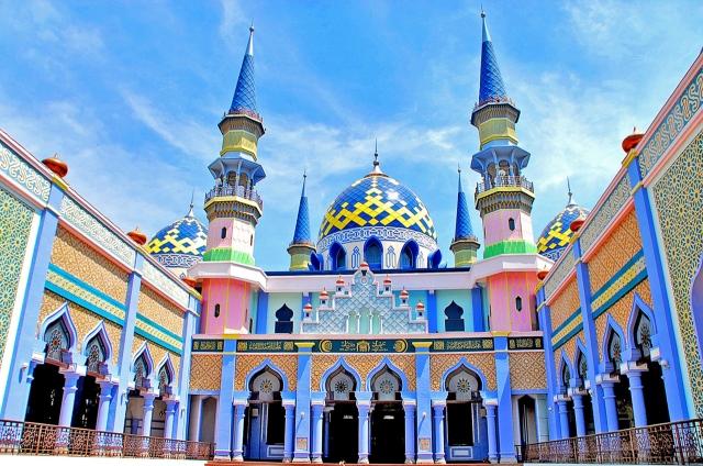 Mumpung Puasa, Traveling Yuk ke 5 Masjid Keren Berikut Ini