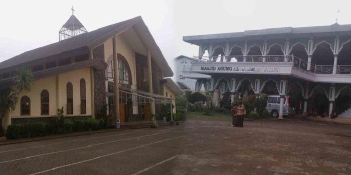 Masjid Ada di Dekat Dua Gereja, Toleransi Warga Kampung Sawah Ini Patut Ditiru
