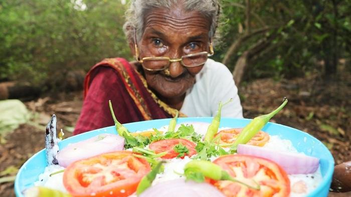 Gokil, Nenek-nenek Ini Jadi YouTuber Tertua di Dunia
