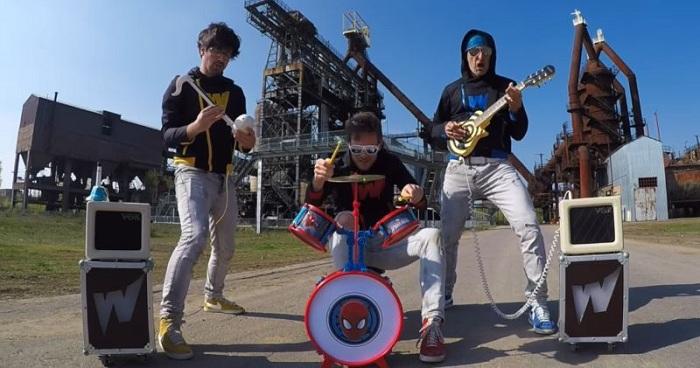 Begini Jika Lagu Rock Dicover Pakai Alat Musik Mainan