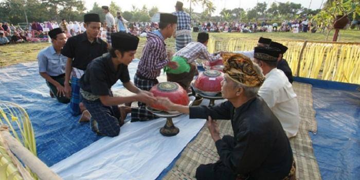 Ngejot, Tradisi Lebaran Khas Bali yang Pererat Kerukunan Umat Islam dan Hindu