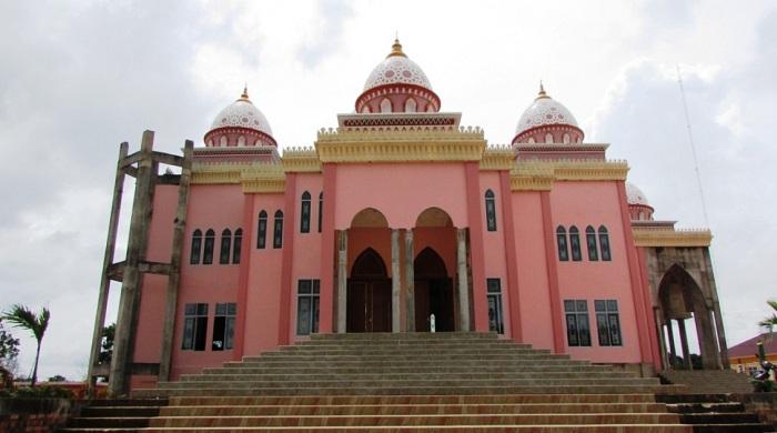 Melihat Keindahan Masjid Pink di Riau yang Jadi Berita