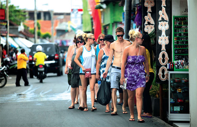 Kenapa ya Bule Suka Banget Traveling ke Bali?
