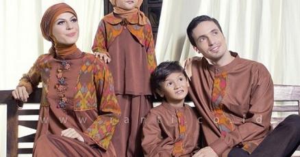 Inspirasi Sarimbit Keluarga Bikin Lebaran Kamu Makin Kece
