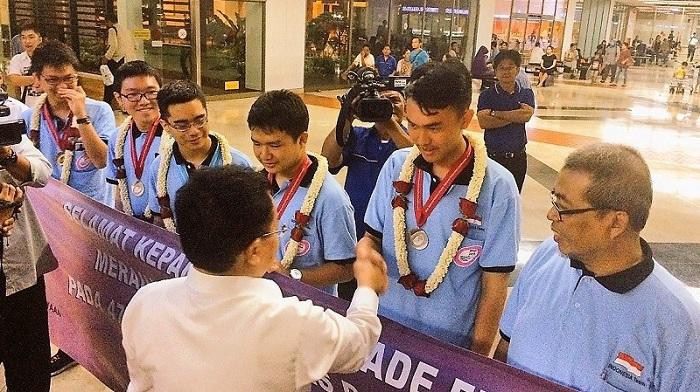 Hebat, Pelajar SMA Indonesia Sabet Dua Emas di Olimpiade Fisika Internasional