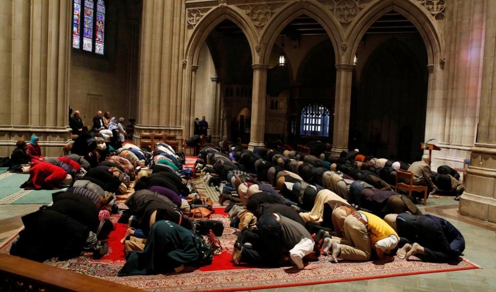 5 Aksi Heroik Umat Beda Agama Ini Tunjukkan Makna Toleransi yang Luar Biasa