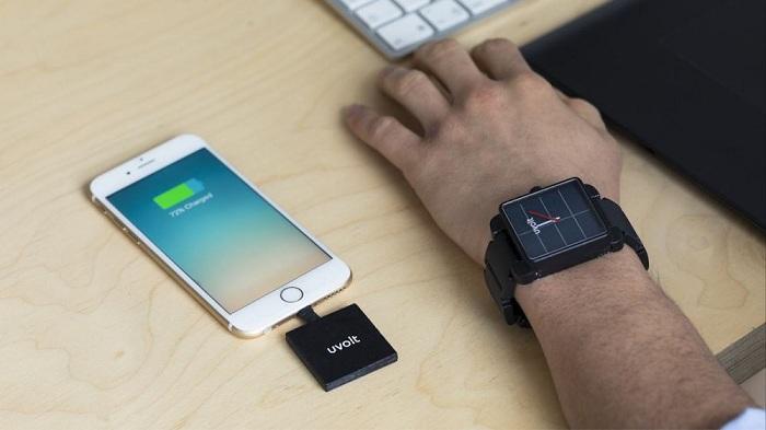 Canggihnya Charger Smartphone Pakai Panas Tubuh Karya Mahasiswa Unair