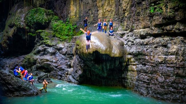 Sederet Potret Green Canyon Jawa Barat Ini Cantiknya Juara, Bikin Kamu Pengen Cepet-cepet Liburan!