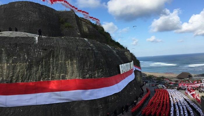 Pecahkan Rekor Dunia, Ini Dia Bendera Merah Putih Terpanjang dengan Ukuran 400 Meter