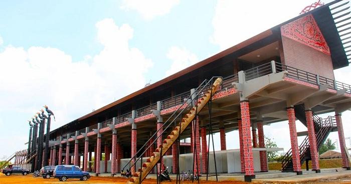 Rumah Radakng, Rumah Adat Kalimantan yang Paling Besar di Dunia
