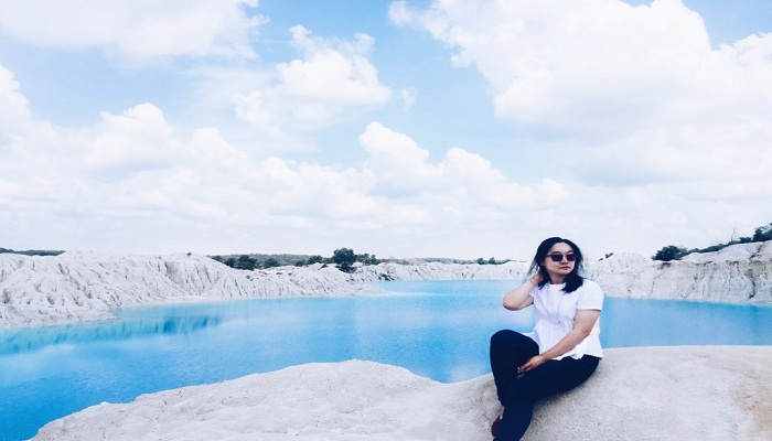 Mengunjungi Danau Paling Biru di Indonesia yang Bikin Hati Adem