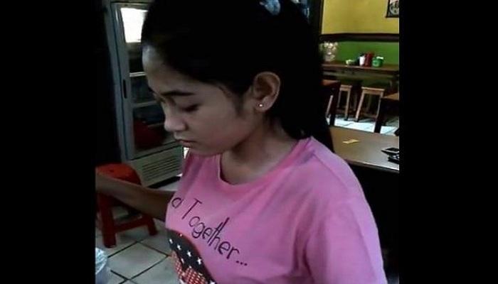 Video Penjual Mie Ayam Cantik di Sentul Bikin Heboh Netizen