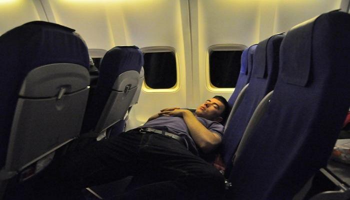 Awas, Jangan Tidur Saat Pesawat Take-off dan Landing, Ini Alasannya