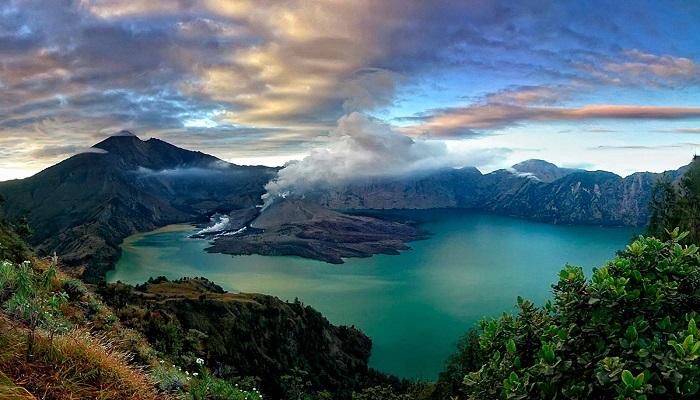 5 Gunung Indonesia yang Wajib Kamu Daki Selagi Muda
