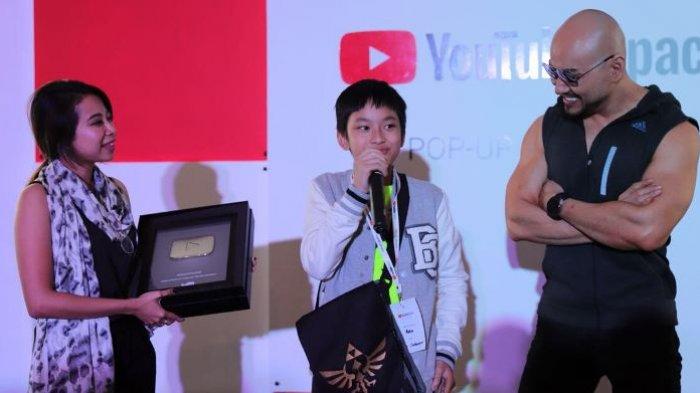 Masih Usia 11 Tahun, Azka Corbuzier Raih 100 Ribu Subscriber dan Dapat Penghargaan YouTube