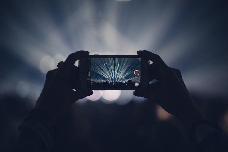 Ini 5 Tips Memotret di Tempat Gelap dengan Smartphone Agar Tetap Instagrammable