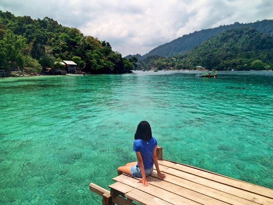 Punya Laut Sebening Kaca, 5 Destinasi Wisata Indonesia Ini Nggak Kalah Keren dari Maladewa