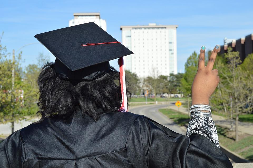 Jangan Minder Jika Telat Lulus, Ini 5 Keuntungan Mahasiswa yang Lulus Belakangan