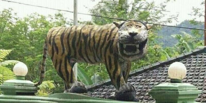 Masih Ingat Macan Cisewu? Ternyata Masih Banyak Patung 'Saudara'-nya Lho