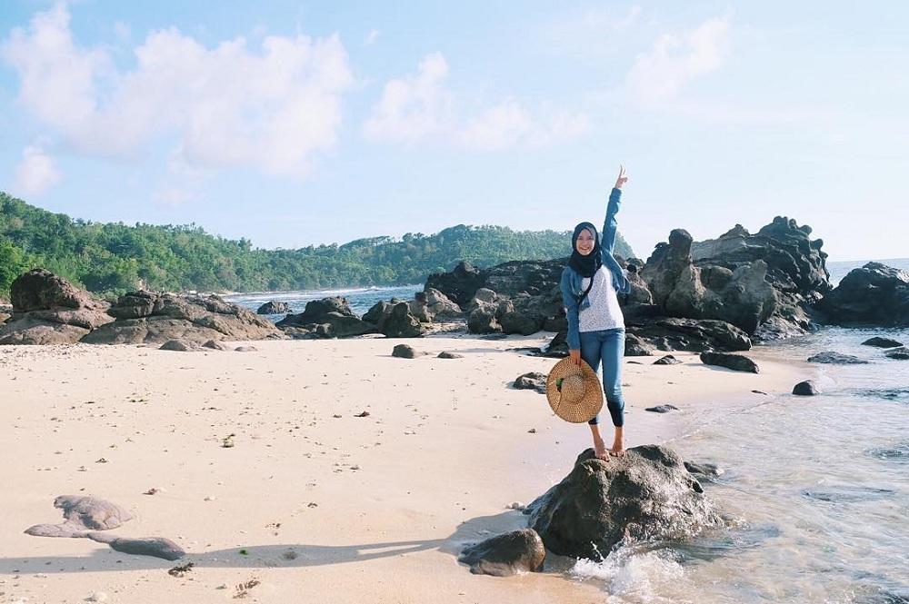 Cukup dengan Biaya Rp 500 Ribu, Kamu Sudah Bisa Kunjungi 5 Pantai Eksotik yang Ada di Pulau Jawa Ini