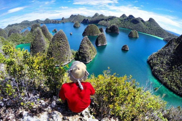 Buat Liburan Akhir Tahun, Kamu Bisa Kunjungi 5 Tempat Wisata Paling Fotogenik di Indonesia Ini