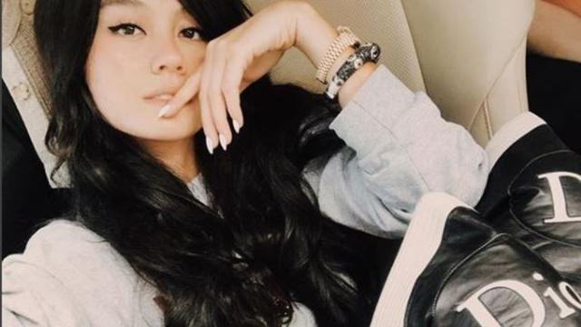 Selfie dengan Rambut Panjang, Kecantikan Agnez Mo Panen Pujian Warganet