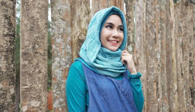 Fashion Hijab Anisa Rahma, Bukti Muslimah Tetap Bisa Stylish Lho!