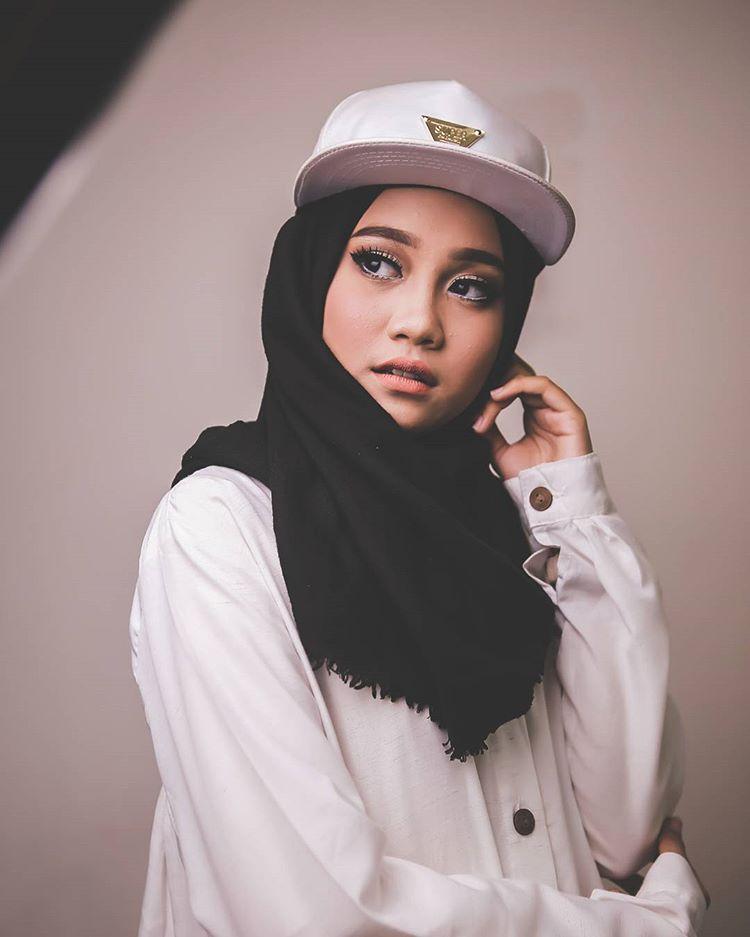 Ayu Putri Sundari Hijabers Pesona Swag Di Indonesian Idol