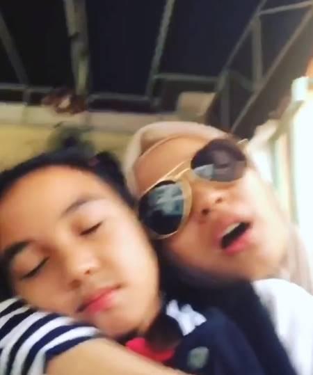 Momen Hangat Laudya Cynthia Bella dengan Anak Tirinya Saat Liburan