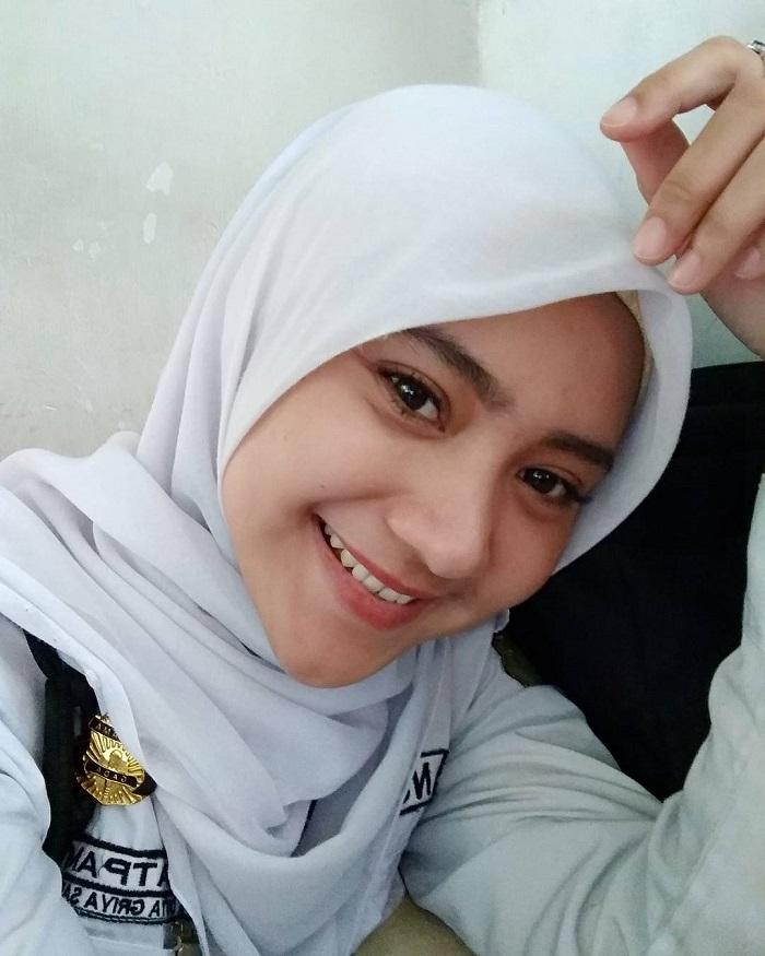 Kisah Nuryin Model Cantik Berhijab Asal Surabaya Yang Banting Setir Jadi Satpam Di Bank Jadiberita Com