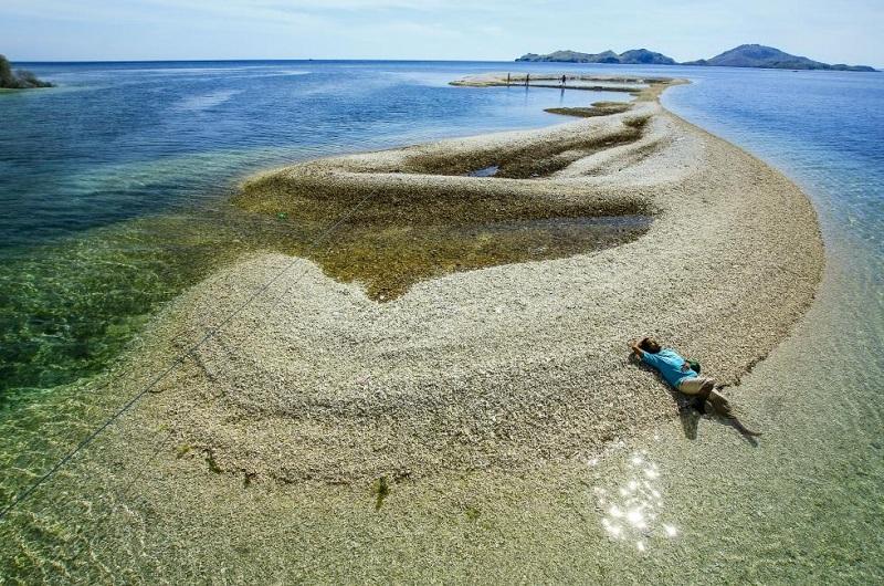 Berenang Bersama Ubur-ubur Sambil Menikmati Pemandangan di Pulau Sembilan NTT