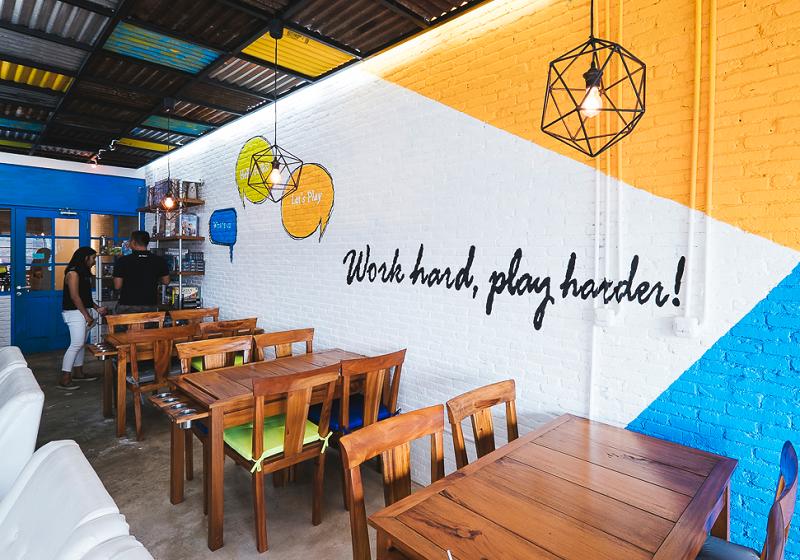 Selain untuk Ngopi, 5 Kafe di Jakarta Ini Tawarkan Permainan Seru yang Bikin Lupa Waktu