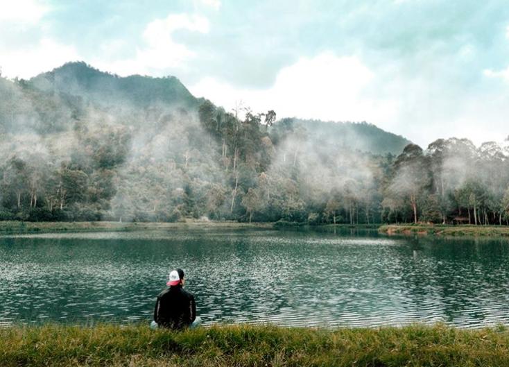 Terpesona Akan Keindahannya, Kamu Tak Akan Menyangka 5 Danau Indonesia Ini Hanya Buatan