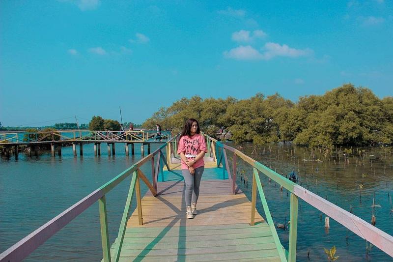 Nggak Harus Keluar Pulau, Ini 5 Tempat Wisata Romantis di Bekasi untuk Kamu dan Pacar Kamu
