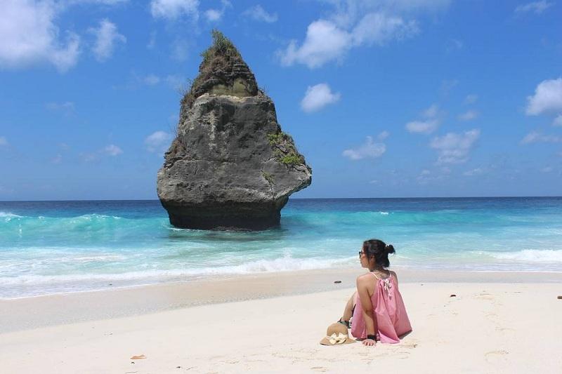 5 Pantai di Indonesia dengan Batu Berbentuk Nggak Biasa, Sudah Pernah ke Sini?