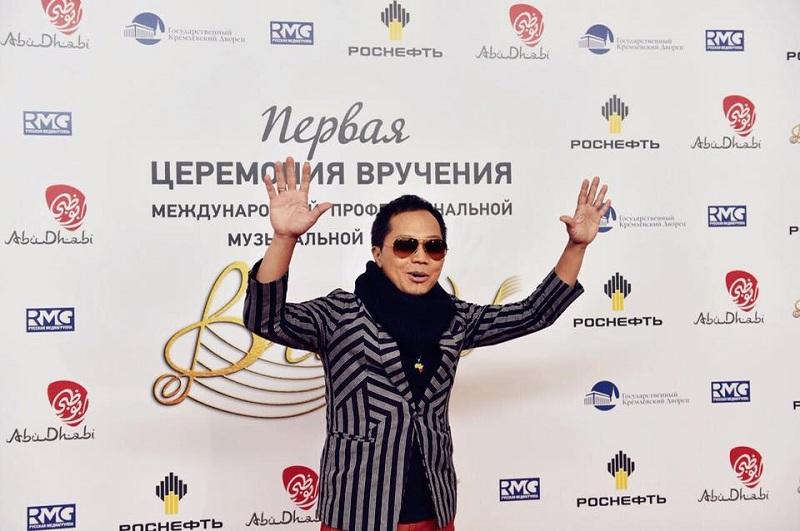 Mantap, Sandhy Sondoro Raih Penghargaan Best Foreign Artist di Rusia, Bikin Bangga!